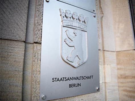 Wappen der Staatsanwaltschaft Berlin auf einem silbernen Schild