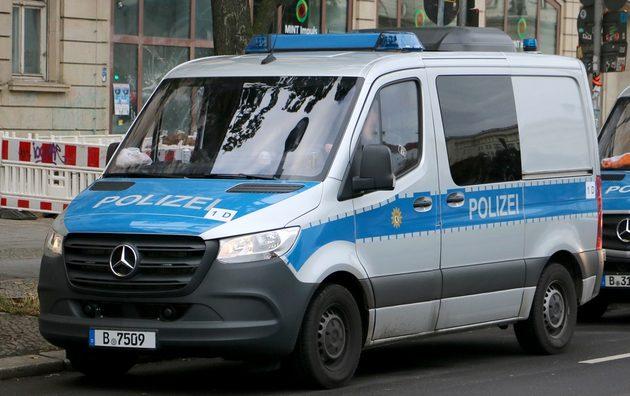 Mercedes Sprinter silber-blau