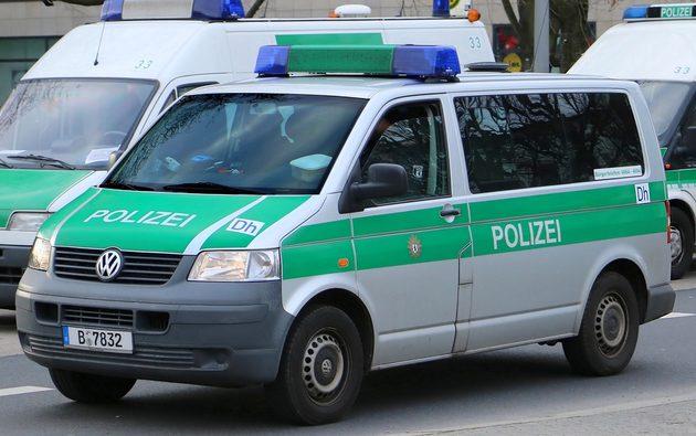 VW-Bus in silber-grün
