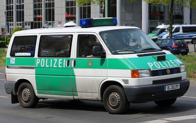 VW-Bus in grün-weiß