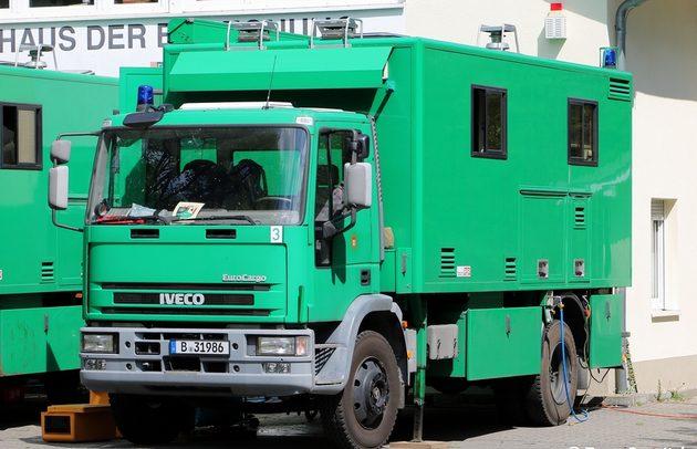 grüner Iveco Transporter